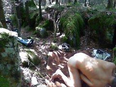 Pissen und im Wald gewichst