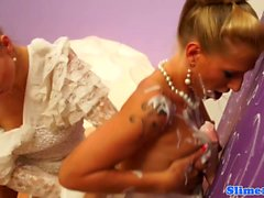 Dionne Darling has creamy lesbo fun