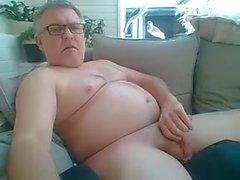 Babam horozla oynuyor