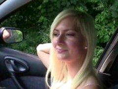Parada de emergencia la perra de - Squirting blonde follada en el auto