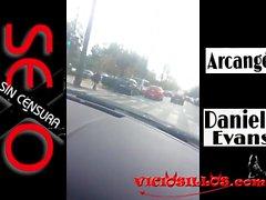 Daniela Evans y Arcangel en el coche de Viciosillos