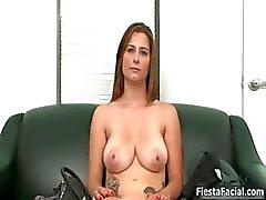 Büyük doğal göğüsleri Döküm Video