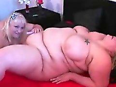 Très grandes Les lesbiennes Amis avec un jouet