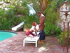 Slut britannici Donna Marie ottiene scopata in piscina