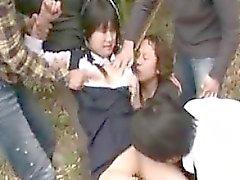 Carino bambina viene trattata come una prostituta di un gruppo di bambino cornea
