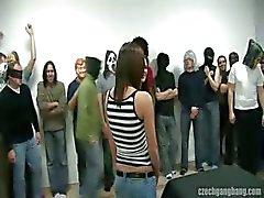 Sexig flickan i czech gang bang parti