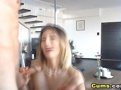 Sexy hot babe recebe seu bichano bateu por seu namorado