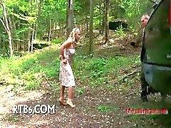 Elise Graves halusimies laittaa hänet jalustalle .