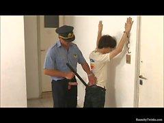 Yaramaz bir çocuk tutuklanan And Raunchy Police tarafından Fucked