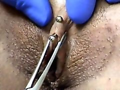 Klitorishuvan håltagning