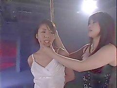 Natsuki em BDSM lésbica clube (2)