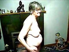 Isoäiti kuvattiin nude