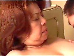 Granny japanese fickt einen kleinen Jungen