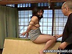 Asya bebek alır Bağladı spanked ve yapay penis becerdin