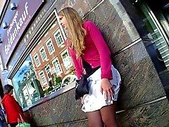 Otobüs Durakları Hot Kızı Upskirt Güzel bir Giydir ayaklı