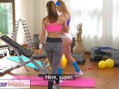 FitnessRooms Hot Babes haben Sex in der Turnhalle