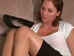 I piedi puzzolenti della segretario di after work JOI