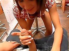 Hottie ergibt Tittenfick Und Hand in Picknick