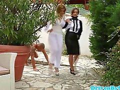 Domina Glanz babes bekommen Schwanz im Jacuzzi
