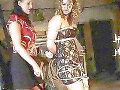Mistress Mandy Bright leka med varma skönhet