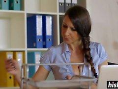 Ava Courcelles trägt Strümpfe während Zuschlagen