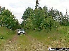 Gamla hora är dubbelt körd utomhus