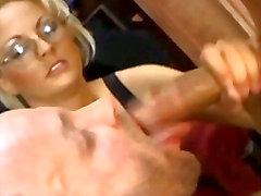 Yaramaz Bisexul patronun oral seksin