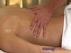Massaggio Camere woman maturo con hairy pussy in all'orgasmo
