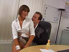 Frivolous office bitch can`t restrain herself from sucking cocks