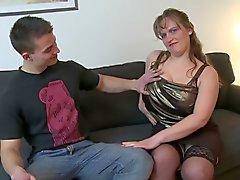 Junger Boy fickt Brüste Reife Mutter