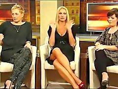 Sonya Kraus - zeigt Klackar und Bein