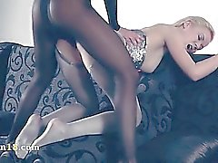 Girlsongirls Hot en collants à nouveau en pleine action