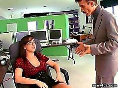 Vollbusigen Kinky Sekretär alles, was sie tun können, um bitte