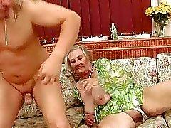 Hyvin vanha busty mummo nauttia kuumaa seksiä