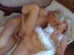 Paren trahaet blondinku