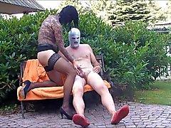 Sexe dans le Garden Embrassez Hanovre sucent soufflage Legjob Nylon de