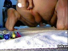 Hot gay boy solo ryck och leker show framför webbkamera