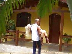 Blonde busty canavar horoz alır