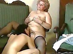 cicciottello nonnina blonde con figa pelosa