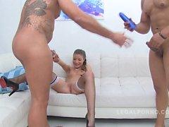 Anita Bellini loves sucking several cocks