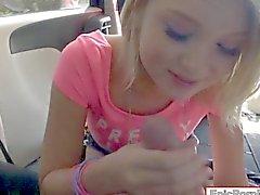 Маленькие груди блондинка подросток девушки Dakota Скай горлом и анализируются