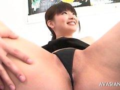 Cagna Jap estende sua figa hairy spalancate