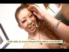 Ryu di Narushima bella ragazza asiatica toying sua figa pelosa umido