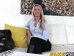 Fantastiskt blonda Anastasia tar casting medel en hård kuk