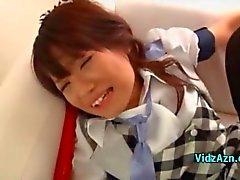 Ung flicka körd I Doggy Creampie på soffan i The Roo