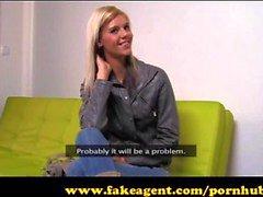 FakeAgent Super skinny modell går hela vägen in Casting