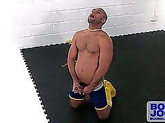Leo uses his bondage ropes for some auto-erotic asphyxiation