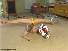 Contortionist Tanya In Yellow Panties