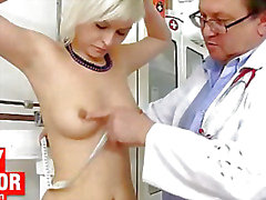 Beautiful Nathaly Heaven vagina exam