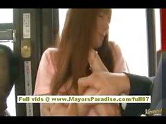 A Rio asian teen babe di ottenere la figa pelosa coccolava l'autobus